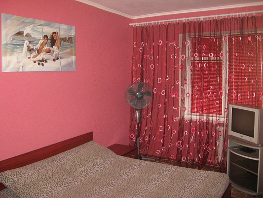 1-комнатная квартира посуточно в Ровно. ул. Князя Романа, 5. Фото 1