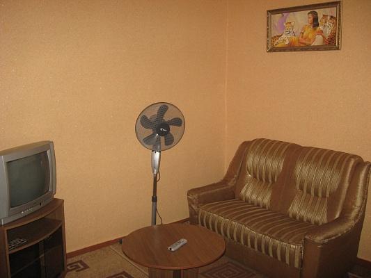 1-комнатная квартира посуточно в Ровно. ул. Телиги, 2. Фото 1