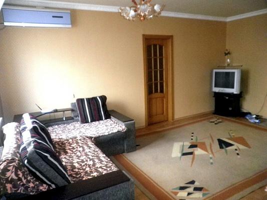 2-комнатная квартира посуточно в Макеевке. мкр. Солнечный, 34. Фото 1