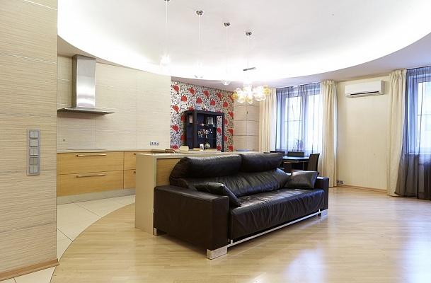 2-комнатная квартира посуточно в Харькове. Дзержинский район, пр-т Ленина, 19. Фото 1