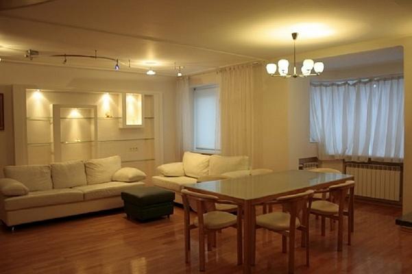 2-комнатная квартира посуточно в Харькове. Дзержинский район, пр-т Ленина, 50А. Фото 1