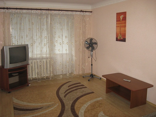 1-комнатная квартира посуточно в Ровно. ул. Котляревского, 14. Фото 1