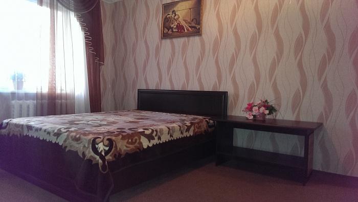 1-комнатная квартира посуточно в Ровно. ул. С. Крушельницкой, 77. Фото 1