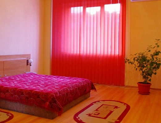 2-комнатная квартира посуточно в Харькове. Дзержинский район, пр-т Ленина, 7. Фото 1