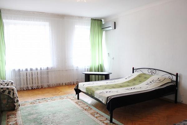 2-комнатная квартира посуточно в Киеве. ул. Жилянская, 102. Фото 1