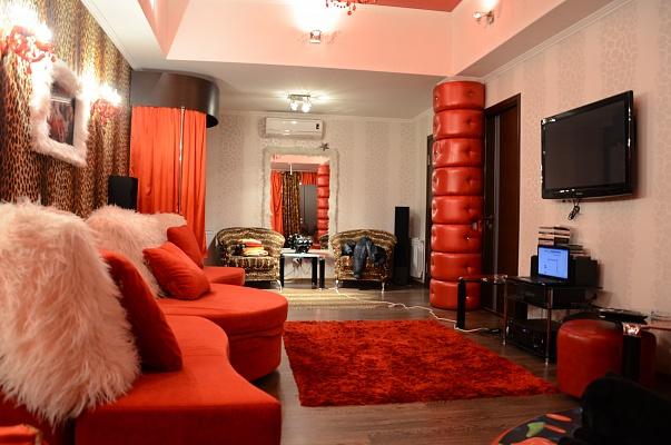 3-комнатная квартира посуточно в Севастополе. Ленинский район, ул. Корнилова, 7. Фото 1