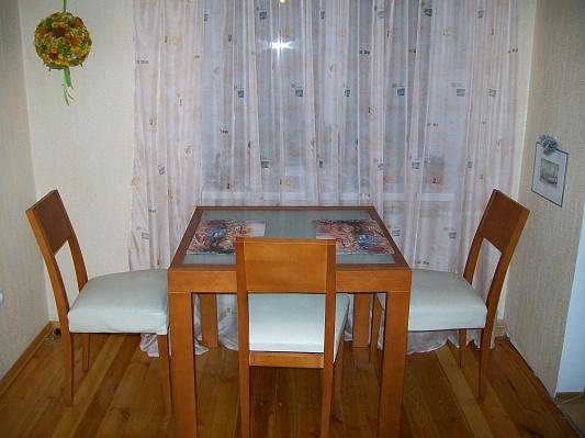 3-комнатная квартира посуточно в Запорожье. Орджоникидзевский район, ул. Рекордная, 16а. Фото 1