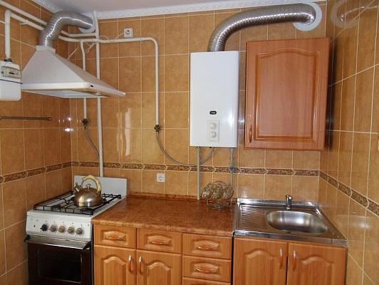 1-комнатная квартира посуточно в Евпатории. ул. 60-летия ВЛКСМ , 8. Фото 1