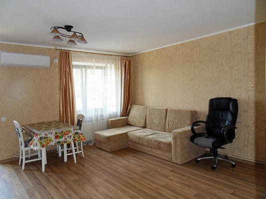 2-комнатная квартира посуточно в Евпатории. ул. Некрасова , 43. Фото 1