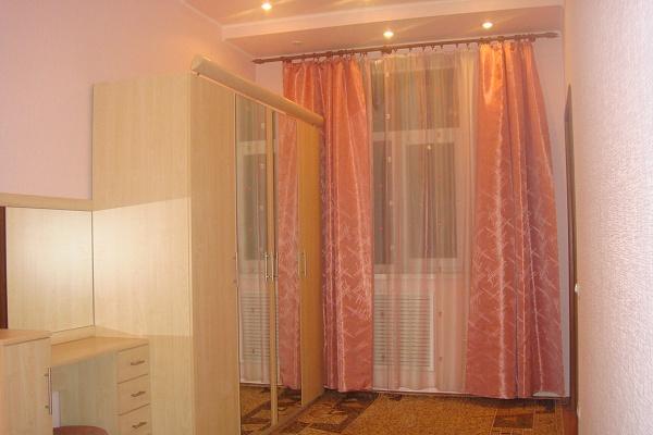 2-комнатная квартира посуточно в Киеве. Шевченковский район, ул. Артема, 103. Фото 1