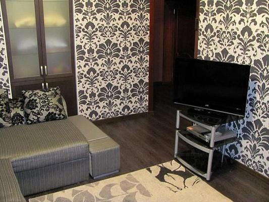 2-комнатная квартира посуточно в Луганске. Ленинский район, ул. Оборонная, 3. Фото 1