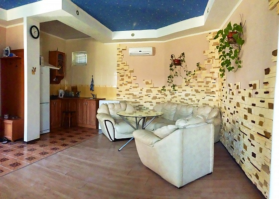 1-комнатная квартира посуточно в Киеве. Голосеевский район, ул. Голосеевская, 7. Фото 1
