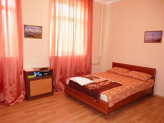 1-комнатная квартира посуточно в Севастополе. Ленинский район, ул. Суворова, 24. Фото 1
