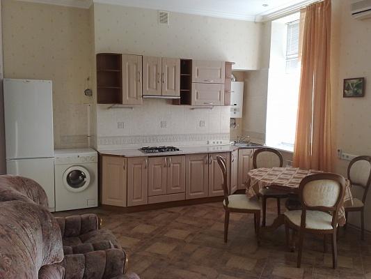 2-комнатная квартира посуточно в Киеве. Печерский район, ул. Кропивницкого, 2. Фото 1