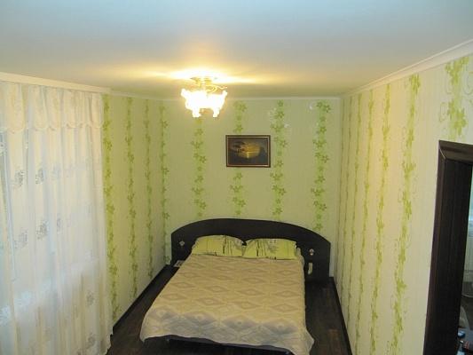 2-комнатная квартира посуточно в Севастополе. Гагаринский район, ул. Героев Подводников, 4. Фото 1