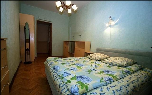 2-комнатная квартира посуточно в Днепропетровске. Бабушкинский район, пр-т Карла Маркса, 70. Фото 1