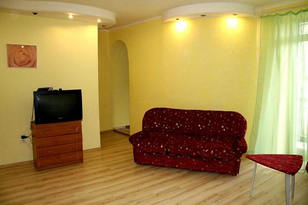 3-комнатная квартира посуточно в Харькове. Дзержинский район, ул. Сумская, 73. Фото 1
