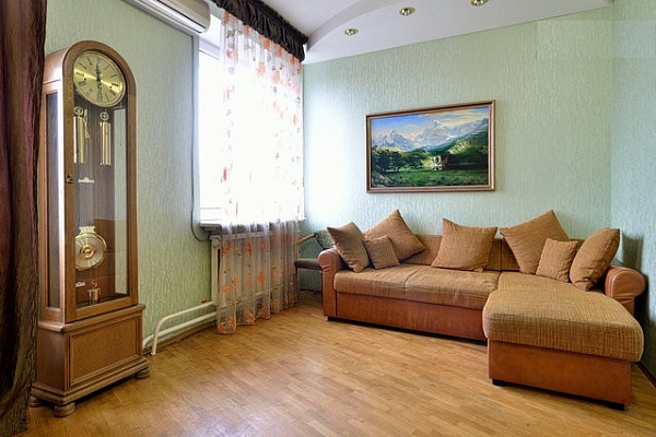 2-комнатная квартира посуточно в Донецке. Ворошиловский район, б-р Пушкина, 13. Фото 1