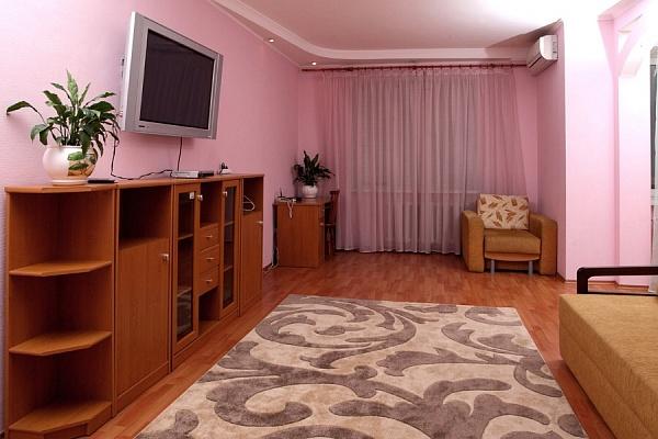 3-комнатная квартира посуточно в Киеве. Днепровский район, Никольско-Слободская. Фото 1