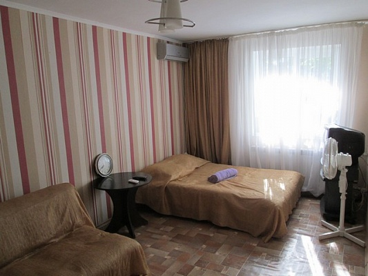 1-комнатная квартира посуточно в Алуште. Ленина 39, 39. Фото 1
