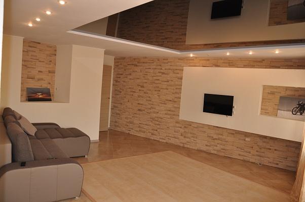 2-комнатная квартира посуточно в Мариуполе. ул. Энгельса, 32. Фото 1