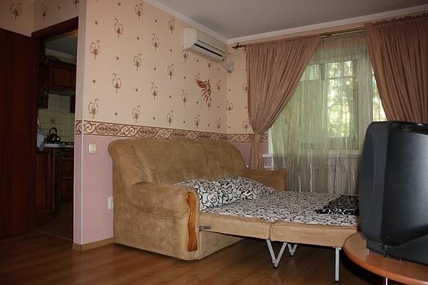 1-комнатная квартира посуточно в Одессе. Малиновский район, Фонтанская дорога, 12 а. Фото 1