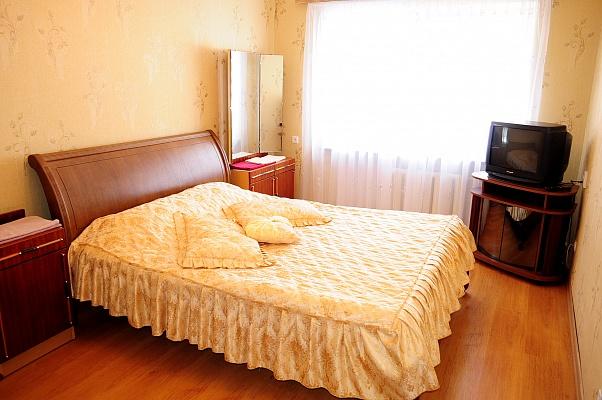 1-комнатная квартира посуточно в Ровно. ул. С. Бандеры, 36. Фото 1