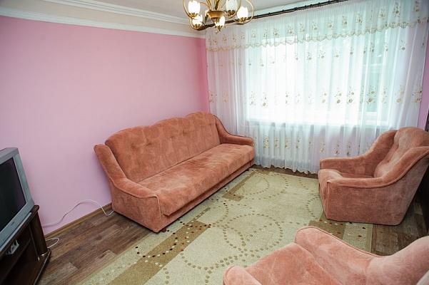 2-комнатная квартира посуточно в Черкассах. ул. Гоголя, 360. Фото 1