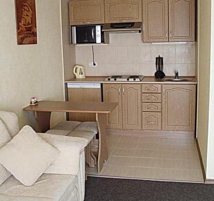 3-комнатная квартира посуточно в Луганске. Ленинский район, ул. Московская, 3. Фото 1