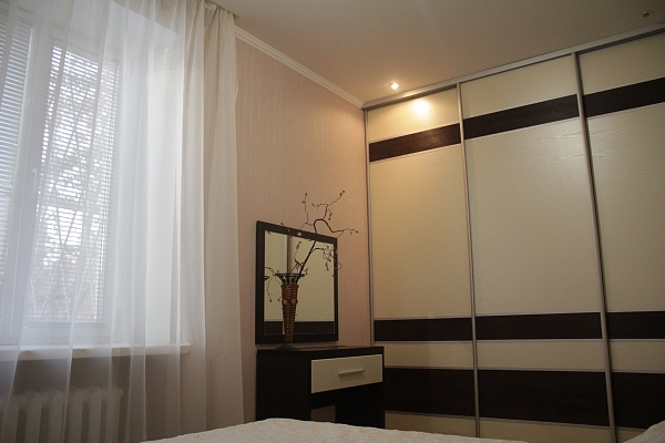 2-комнатная квартира посуточно в Мелитополе. ул. Гризодубовой, 1. Фото 1