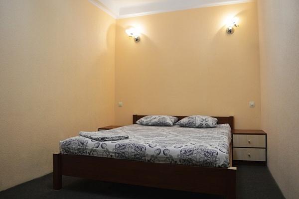 2-комнатная квартира посуточно в Киеве. Печерский район, б-р Дружбы Народов, 27. Фото 1