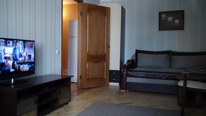 1-комнатная квартира посуточно в Симферополе. Железнодорожный район, ул. Семашко, 7. Фото 1