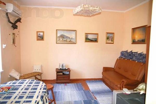 2-комнатная квартира посуточно в Алупке. ул. Султана Амет-Хана, 11. Фото 1