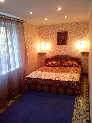 2-комнатная квартира посуточно в Кривом Роге. Дзержинский район, металлургов, 9. Фото 1