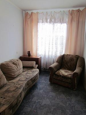 2-комнатная квартира посуточно в Керчи. ул. Юных Ленинцев, 1. Фото 1