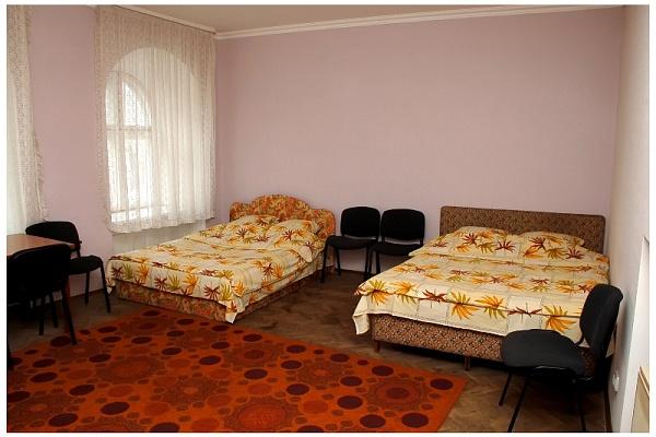 2-комнатная квартира посуточно в Львове. Галицкий район, пл. Д. Галицкого, 3. Фото 1