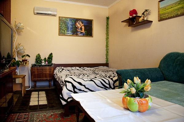 1-комнатная квартира посуточно в Киеве. Деснянский район, пр-т Маяковского, 12в. Фото 1