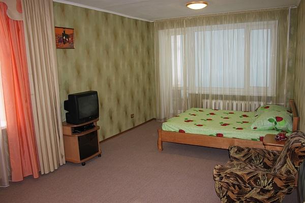 1-комнатная квартира посуточно в Запорожье. Орджоникидзевский район, б-р Гвардейский, 144. Фото 1
