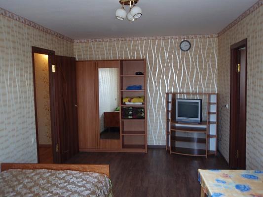 2-комнатная квартира посуточно в Симферополе. Железнодорожный район, ул. Гагарина, 34. Фото 1