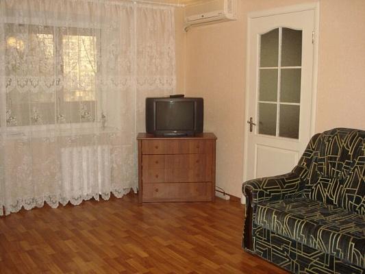 2-комнатная квартира посуточно в Донецке. Калининский район, пр-т  Ильича, 81. Фото 1