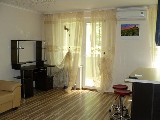 2-комнатная квартира посуточно в Харькове. Дзержинский район, ул. 23-Августа, 51-Б. Фото 1