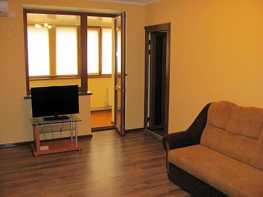 3-комнатная квартира посуточно в Луганске. Ленинский район, ул. Героев ВОВ, 7. Фото 1