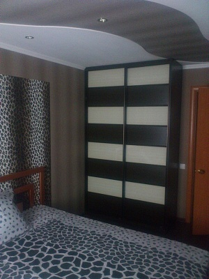 2-комнатная квартира посуточно в Стаханове. ул.Чайковского , 7. Фото 1