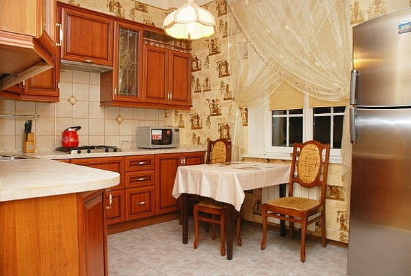 2-комнатная квартира посуточно в Киеве. Соломенский район, ул. Стадионная, 8. Фото 1