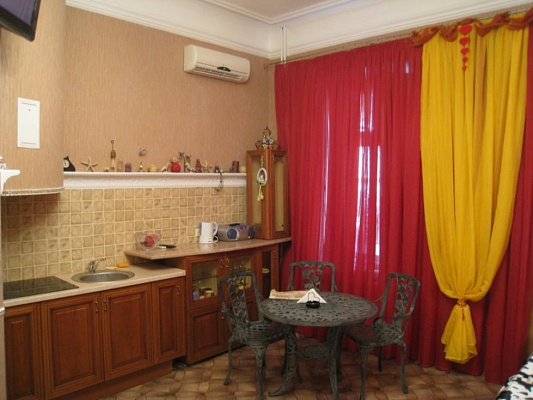 1-комнатная квартира посуточно в Одессе. Приморский район, ул. Коблевская, 8. Фото 1