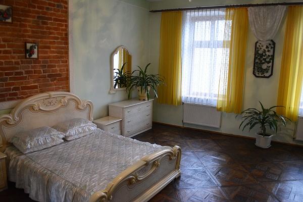 2-комнатная квартира посуточно в Львове. Галицкий район, ул. Галицкая, 20. Фото 1
