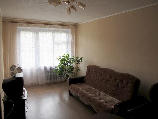 2-комнатная квартира посуточно в Днепропетровске. Красногвардейский район, ул. Новокрымская, 4а. Фото 1