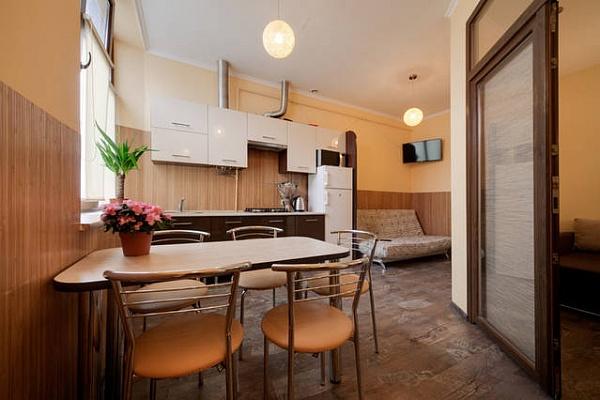 2-комнатная квартира посуточно в Львове. Галицкий район, пл. Григоренко, 5. Фото 1