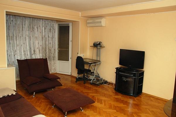 1-комнатная квартира посуточно в Никополе. ул. Электрометаллургов, 6а. Фото 1