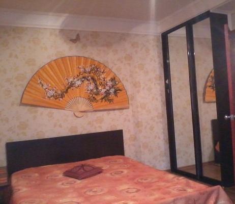 1-комнатная квартира посуточно в Алчевске. ул. Чапаева, 162. Фото 1